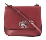 Calvin Klein CKJ Monogram Medium Flap Crossbody Beet Red online kaufen bei modeherz
